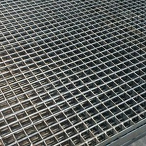 Muro com grade de alumínio